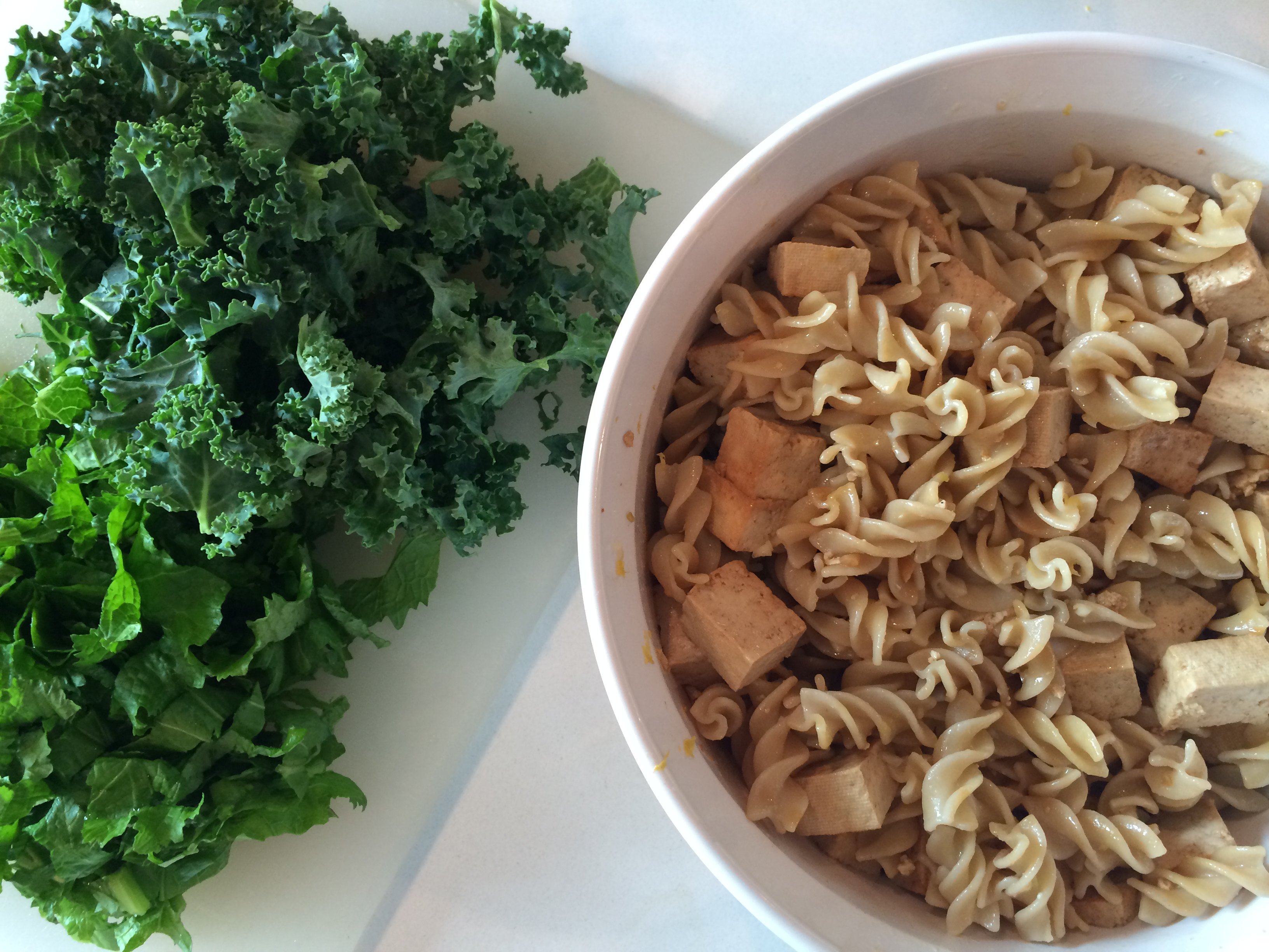 Fussilli and tofu bowl with kale
