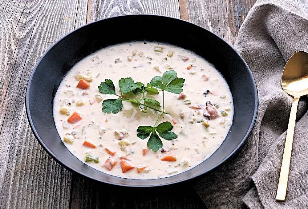 Creamy Whole30 Clam Chowder